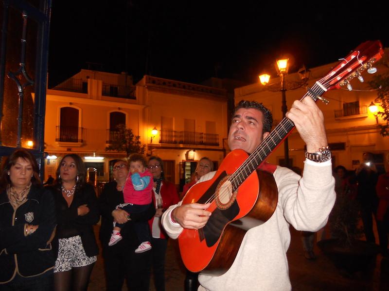 Fernando Romero en el momento de interpretar la Salve