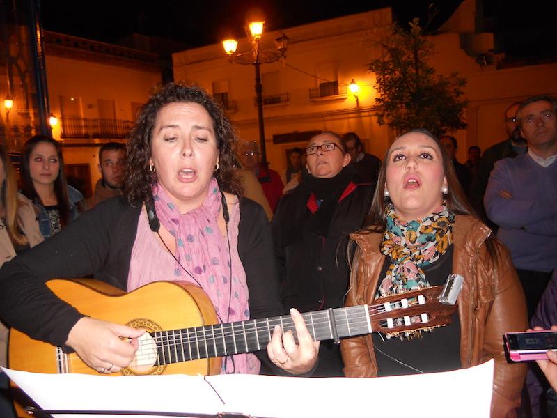 Mari Toni Contreras y Ana Rodríguez interpretando la Salve