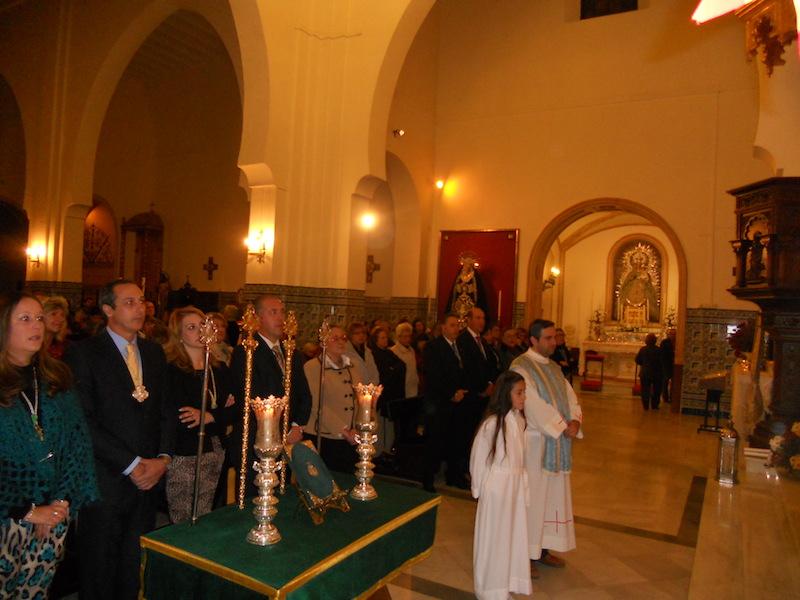Con el Director Espiritual a la cabeza, se canta la Salve al final de la Misa