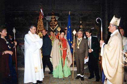 Los Hnos. Mayores de Bruselas y Arcos con Monseñor Maurice Aubertin, Obispo de Chartres