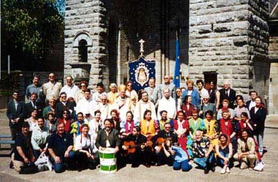 Los peregrinos de la Hdad. de Bruselas con Monseñor Leonard, obispo de la diócesis