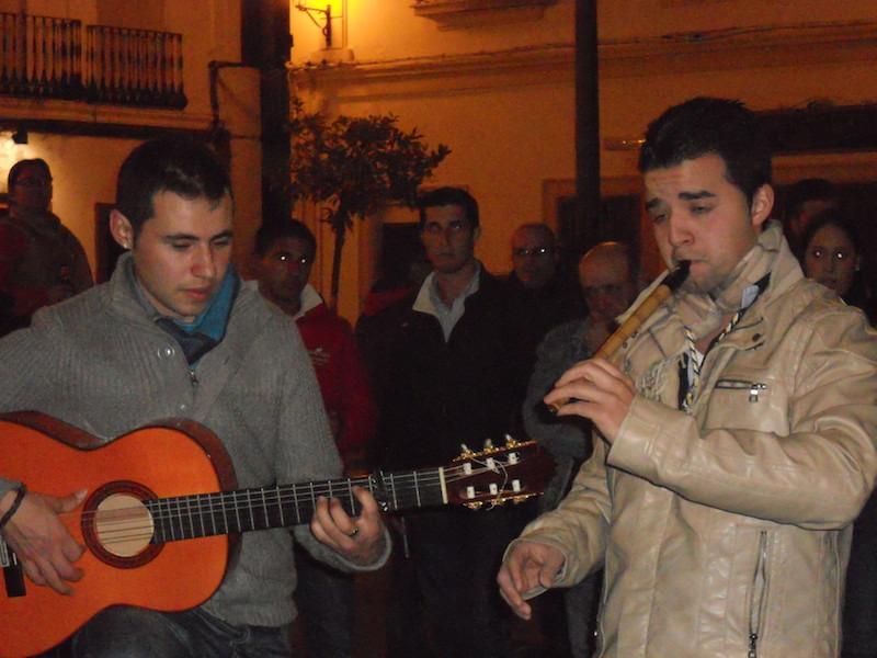 David Soto y José Manuel Clemente interpretando unas sevillanas