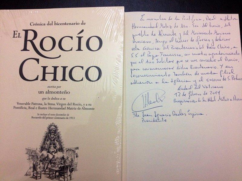 Texto de la dedicatoria de la Crónica del Bicentenario, que regaló a S.S. el Papa el Presidente de la Hermandad, en la peregrinación a Roma