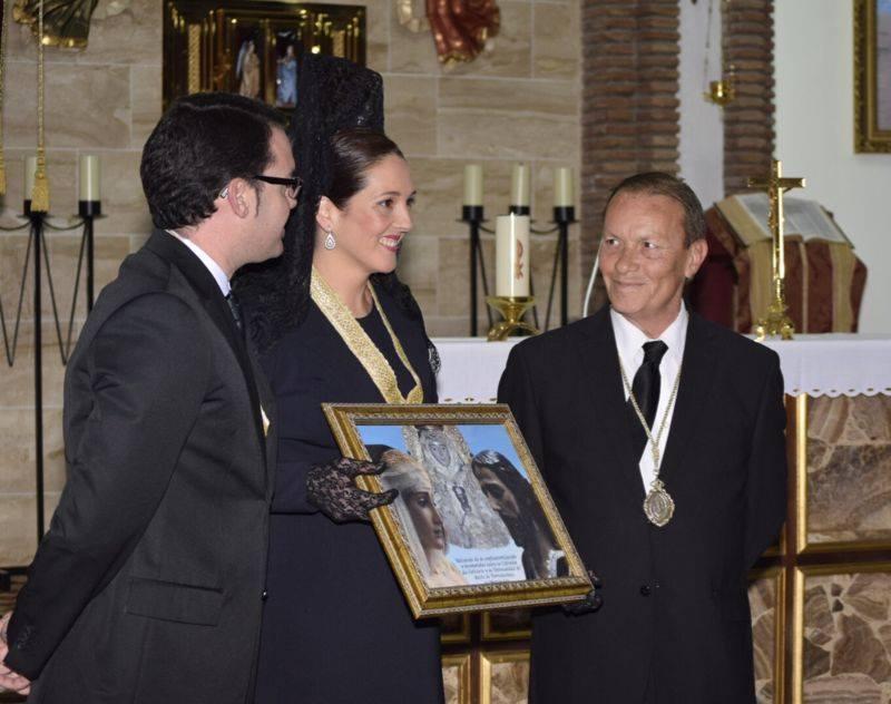 Virgina Casares, Presidenta, recibiendo el Hermanamiento