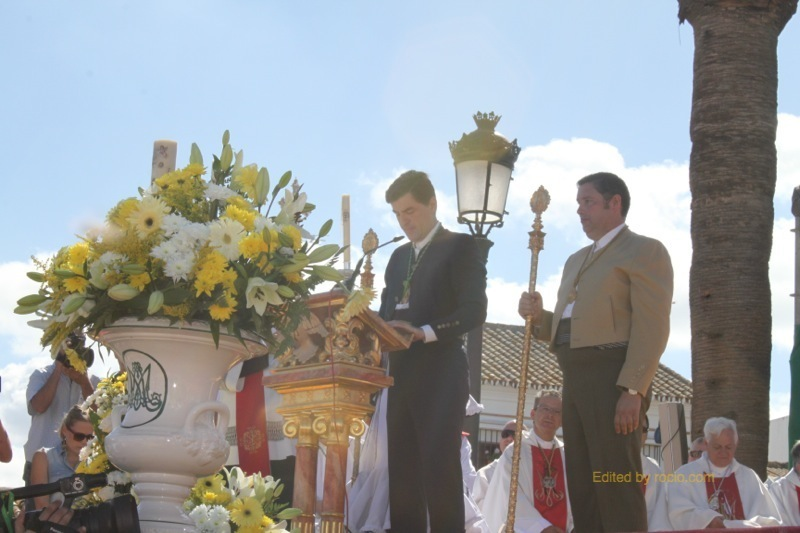 El Secretario de la Hdad. Matriz, Don Santiago Padilla, dando lectura al Acta del Juramento