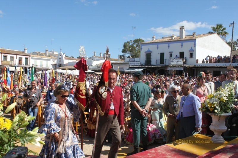 El Presidente de la Hermandad de Villamanrrique, Don Juan Márquez, da comienzo a la Jura de Hdades. Filiales