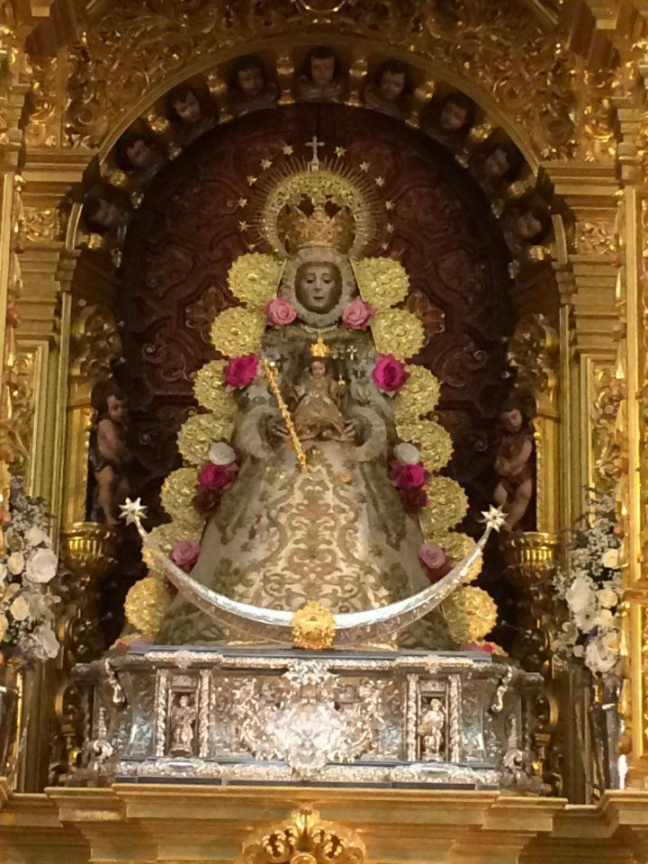 Ntra. Sra. la Virgen del Rocío con nueva saya | Rocio.com