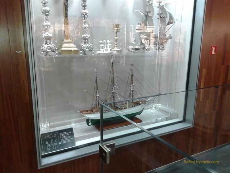 La réplica de la histórica corbeta, Bélgica, obsequio del Duque de Orleans en 1911 a la Virgen dl Rocío, perdida durante 50 años luce esplendorosa en los Tesoros del Rocío.