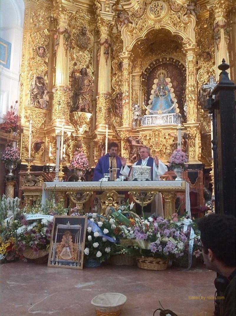 El cuadro del Foro, que viajará a Etiopía, bajo el altar de Ntra. Sra.