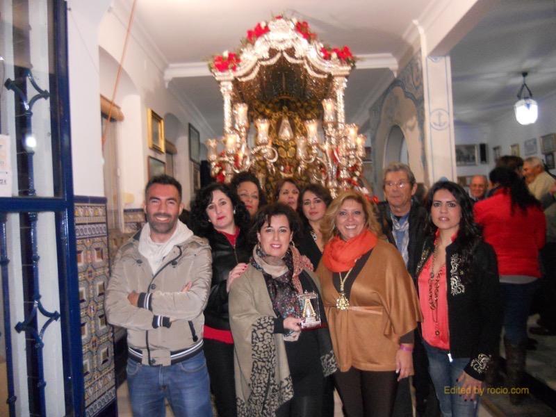 osé María de Lepe con su Escuela de Canto, ante la Carreta del Simpecado, acompañados por la Hermana Mayor, Juana Rodríguez