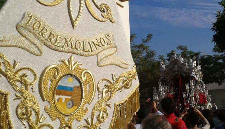 La Hermandad de Ntra. Sra. del Rocío de Torremolinos recoge ropa para los municipios azotados por las inundaciones en la provincia