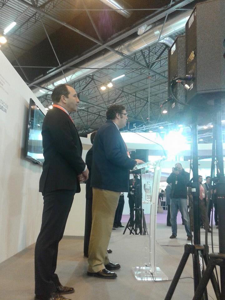 Presidente de la Matriz junto al Alcalde de Almonte  fitur 2015