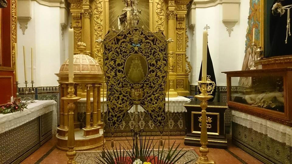 El Simpecado de Sanlúcar en la iglesia de la Asunción de Almonte en la víspera de su salida.
