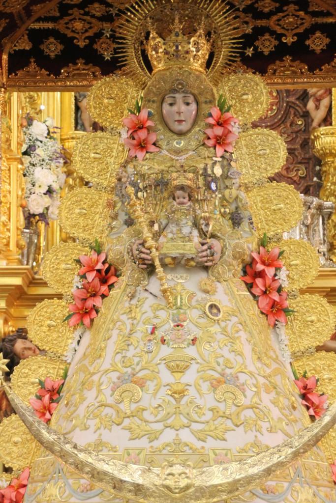 Nuevo traje Virgen Rocio mayo 2015-5