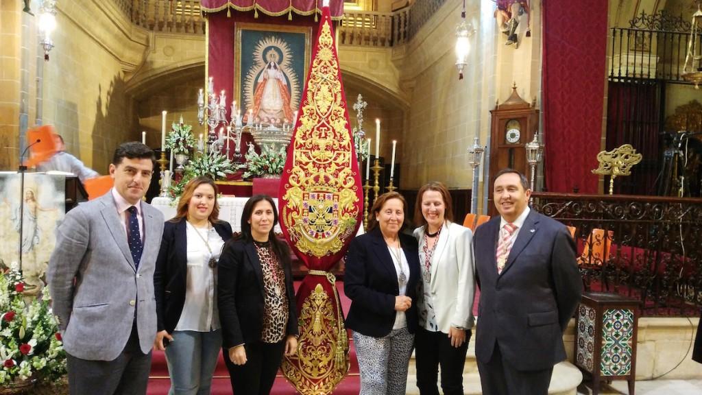 Pregón Montemayor 2015-EL PREGONERO, JUNTO A LOS MAYORDOMOS Y EL HERMANO MAYOR EL PRIMER DIA DE TRIDUO
