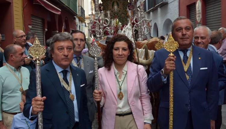 Traslado del Simpecado de la Hermandad del Rocío de Sevilla a la Catedral y regreso