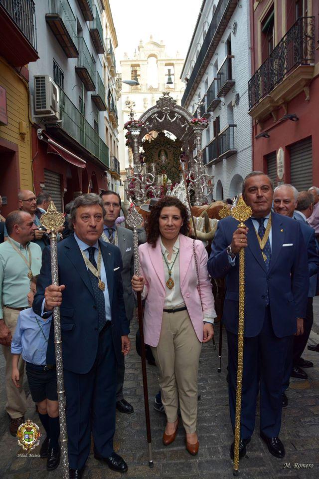 Regreso simpecado Sevilla desde catedral 2015-3