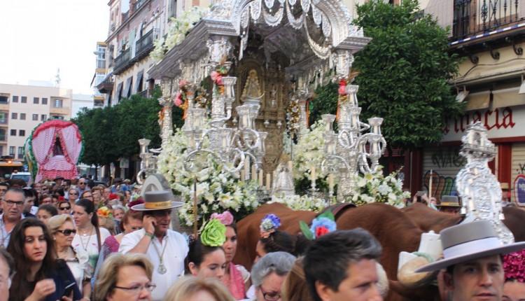 Salida de la Hermandad de Sevilla-Macarena 2015