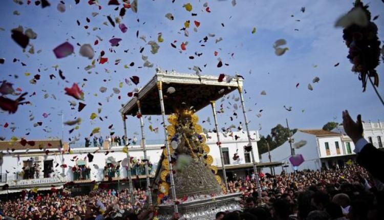 Procesión de la Virgen del Rocío en la madrugada del lunes – Especial Rocío Canal Sur 2015