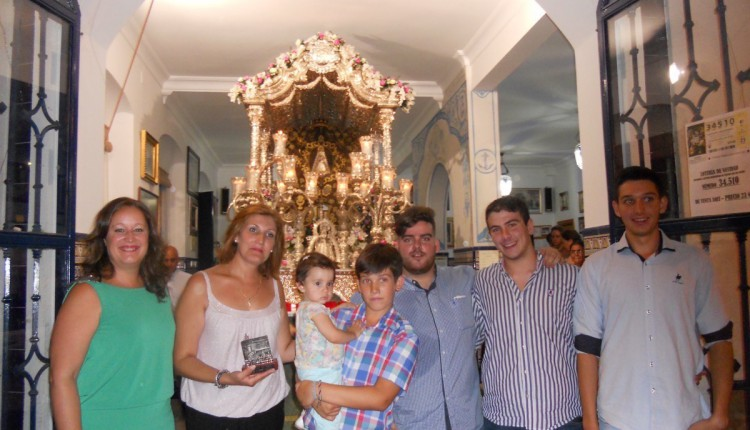 Hermandad de Isla Cristina – Sara Cáceres y familia cantan la Salve