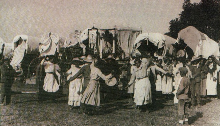 Hermandad de Pilas – Estreno de Simpecado en 1919 para conmemorar la Coronación de la Virgen
