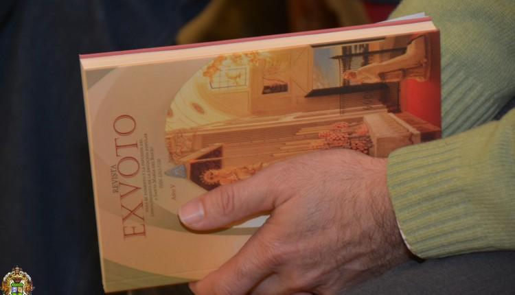 CON LA VENIA – Artículo de D. Santiago Padilla, Director de la Revista Exvoto, publicado en Huelva Información