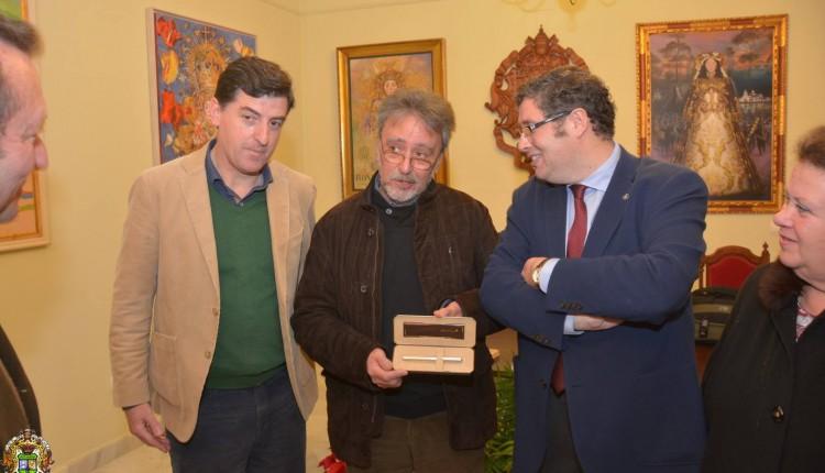 Donación de la pluma de San Juan Pablo II al Museo de los Tesoros del Rocío