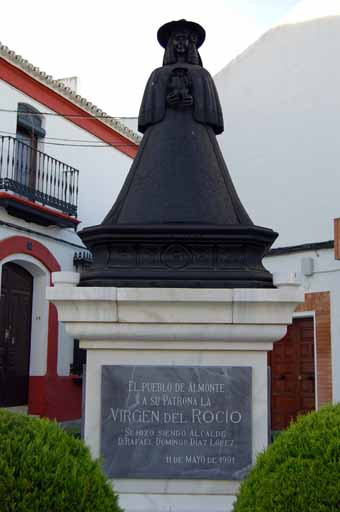 Monumento Pastora en almonte 02