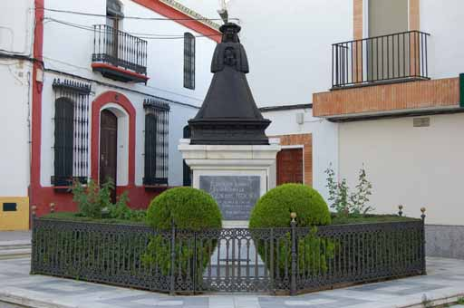 Monumento Pastora en almonte Virgen01