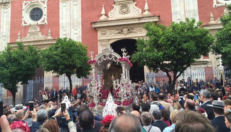 Salida de la Hermandad de Sevilla El Salvador 2016