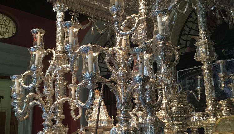 Hermandad de Sevilla- El Salvador – Carreta expuesta en la Sede de Cajasol en la plaza de San Francisco