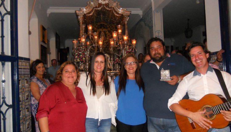 Hermandad de Isla Cristina – José Villalta y Mª Carmen Verdún acompañados por José Antonio Monclova cantan la Salve