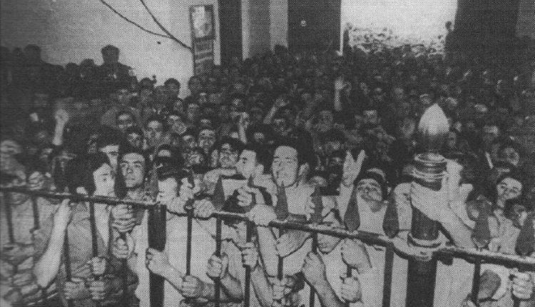 Foto de la espera para procesionar a Ntra. Sra. (salto a la reja) en 1968 por Javi el Almonteño