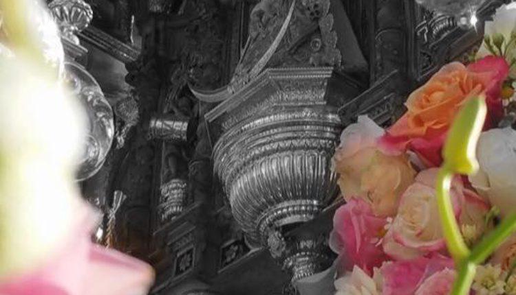 Hermandad de Sevilla-Macarena – Ofrenda Floral y Entrega Pastas Pregón