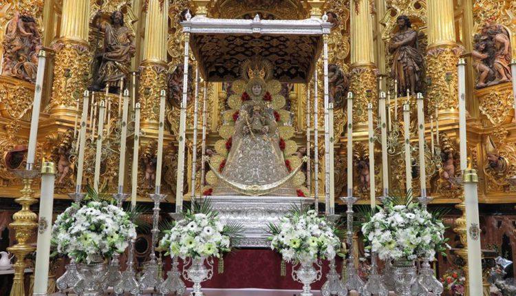 La Virgen del Rocío ya está en su Paso para la Romería 2017