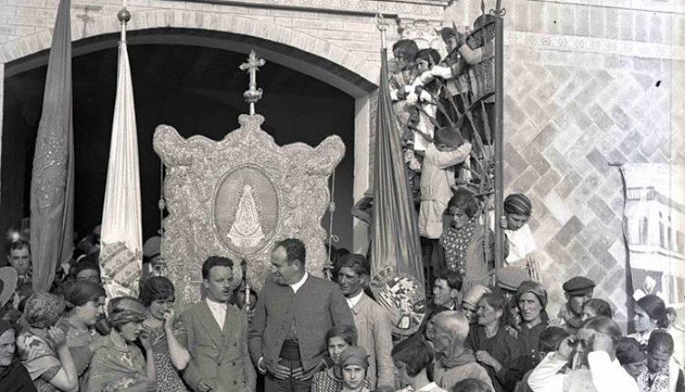Una Foto Histórica de La Presentación de Hermandades de los años 20