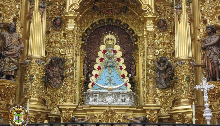La Virgen del Rocío luce su traje celeste, color propio de este tiempo