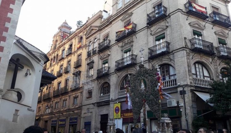 Hermandad de Sevilla -El Salvador – Rezo del Santo Rosario