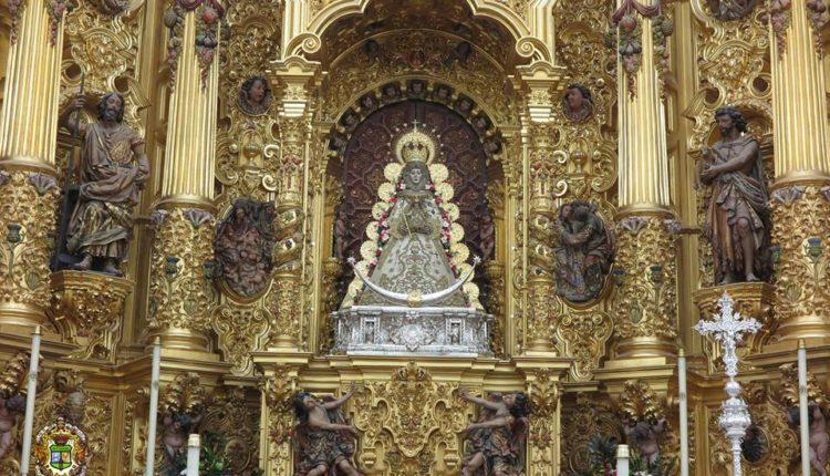 """La Virgen del Rocío Luce la saya de finales de los ochenta, conocida como """"del tío Carlos"""""""