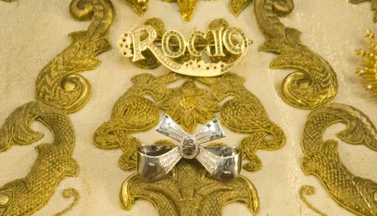 Ofrenda del Foro – Historia de una Ofrenda – Un lazo de Platino y Brillantes para Ntra. Sra. la Virgen del Rocío