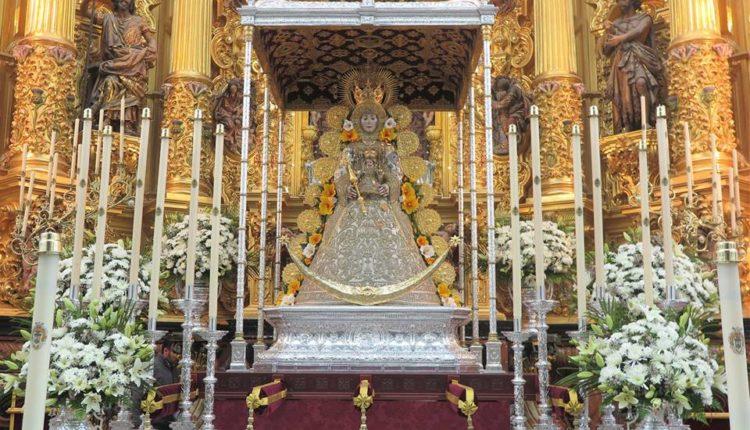 La Virgen del Rocío ya se encuentra entronizada en su paso procesional para la Romería 2018