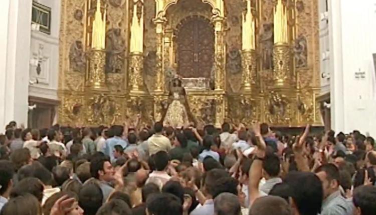 Salida Extraordinaria de la Virgen del Rocío en el 2003 – 350 Aniversario como Patrona de Almonte