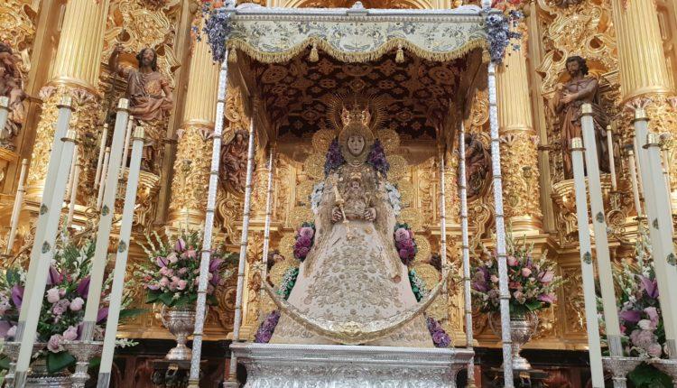 La Virgen del Rocío luce el traje de los Montpensier para la Salida Extraordinaria