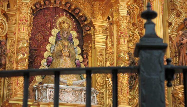 La Virgen del Rocío regresa a su camarín