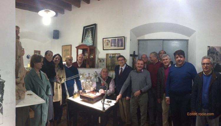 Nueva Corona de Ntra. Sra. del Rocío – Fotos del Primer toque de cincel en las Coronas de la Virgen y del Pastorcito