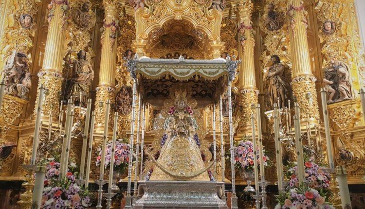 El Paso de la Virgen del Rocío luce unas Bambalinas en Tisú con liso de Plata