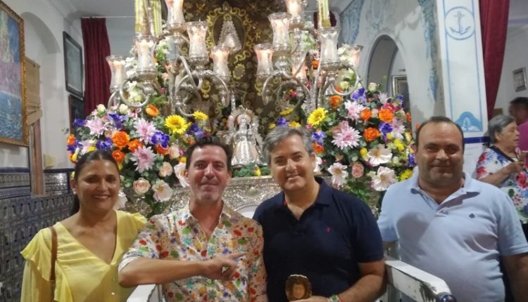Hermandad de Isla Cristina – La Salve de Paco González rompe el silencio en la plazoleta