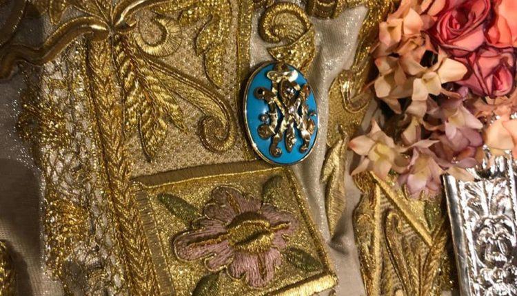 Hermandad Matriz Nuevo Broche para la Virgen del Rocío