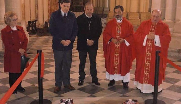 Flores para un Cardenal, por Santiago Padilla