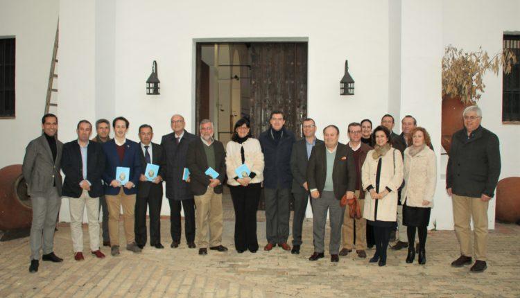 Hermandad Matriz – La rectora de la Universidad de Huelva preside la presentación del nuevo número de la revista Exvoto